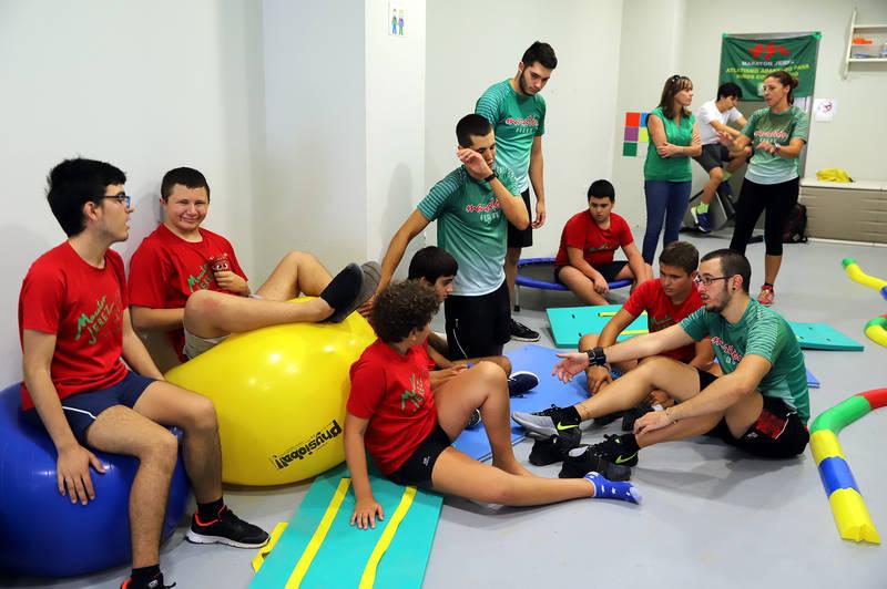 Laura Álvarez visitó y convivió con la Escuela de Atletismo Adaptado del A.D. Maratón Jerez