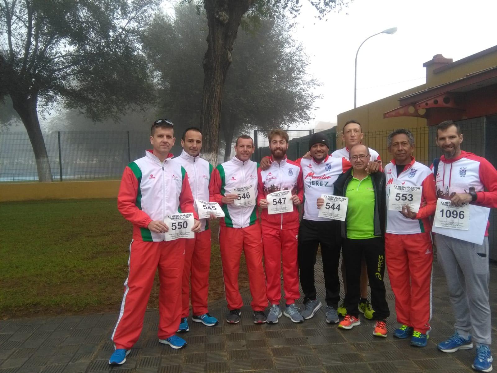 Este domingo estuvimos compitiendo en la «XX Media Maratón Tierra y Olivo» y en el «XXXIV Cross del Aceite»